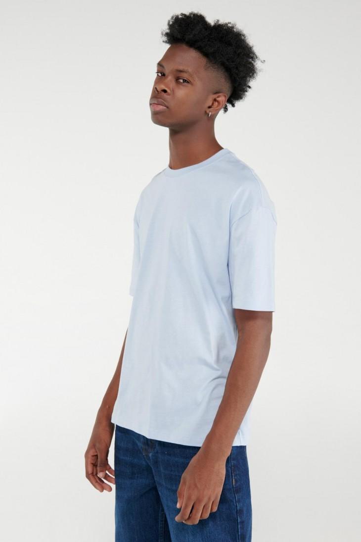 Camiseta básica manga corta unicolor.