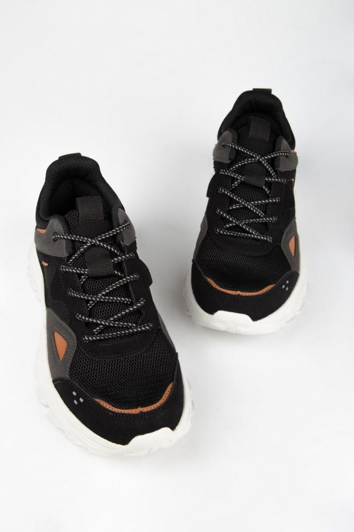 Zapato unicolor moda.