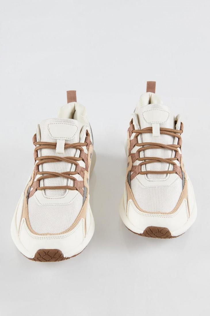 Zapato combinación de color moda.