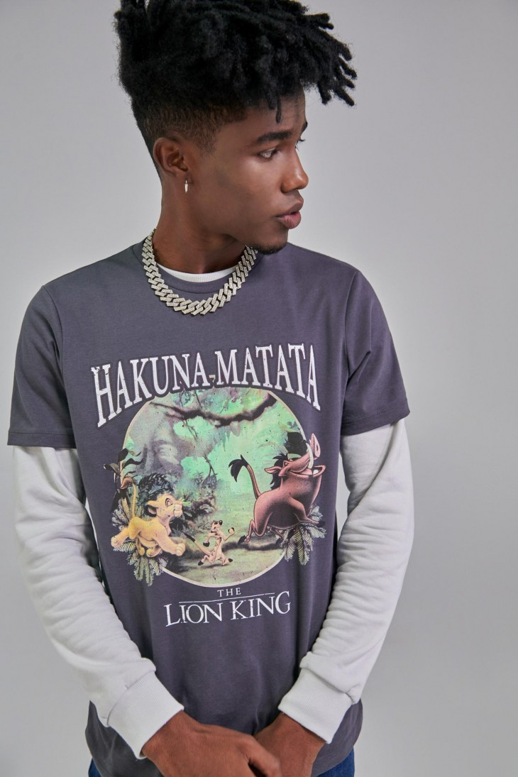 Camiseta manga corta con estampado en frente de Rey Leon.