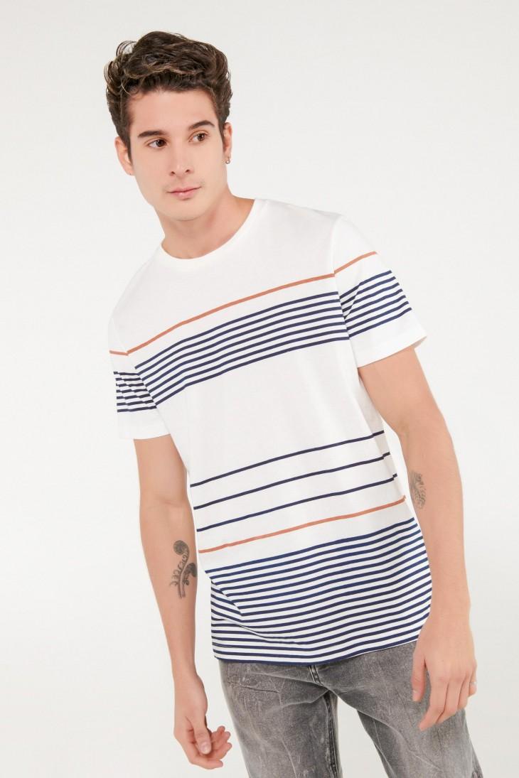 Camiseta manga corta con estampado en frente y mangas, rayas.