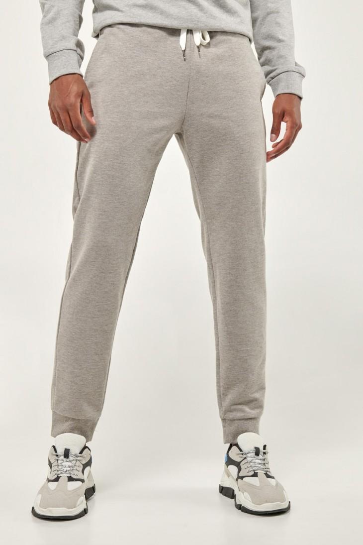 Jogger unicolor loungewear.