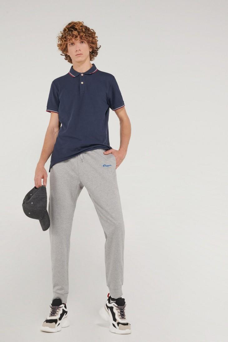 Pantalon jogger con pretina y puños en rib, con bordado localizado